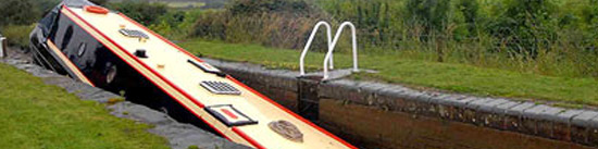 Boat-fouled-in-lock