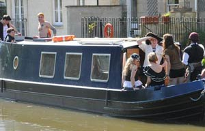 narrowboat day boat hire