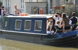 narrowboat day boat hire