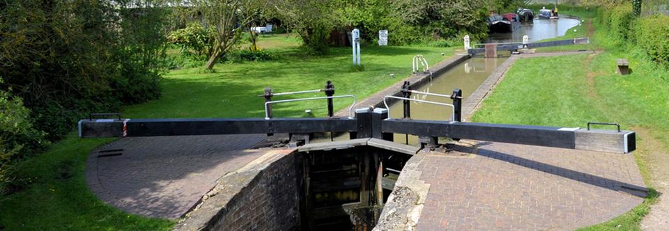 Narrowboat Handling